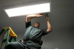 sheriff repairing light