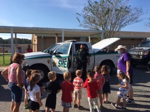 CCSO deputy shows a group of children his patrol car